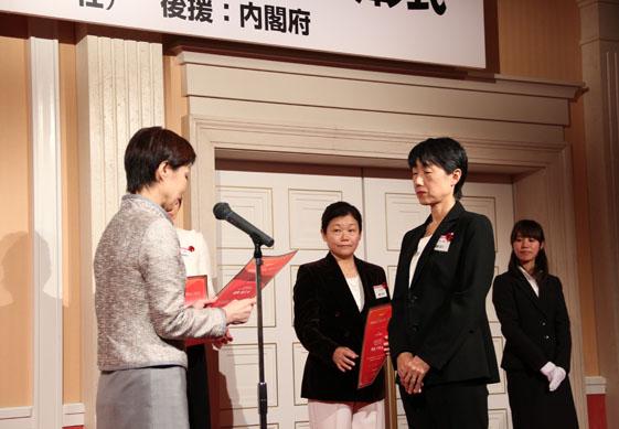 歴代 ザイヤー 日経 オブ ウーマン 小泉進次郎 不倫報道の相手実業家が大炎上でビジネスにも影響か